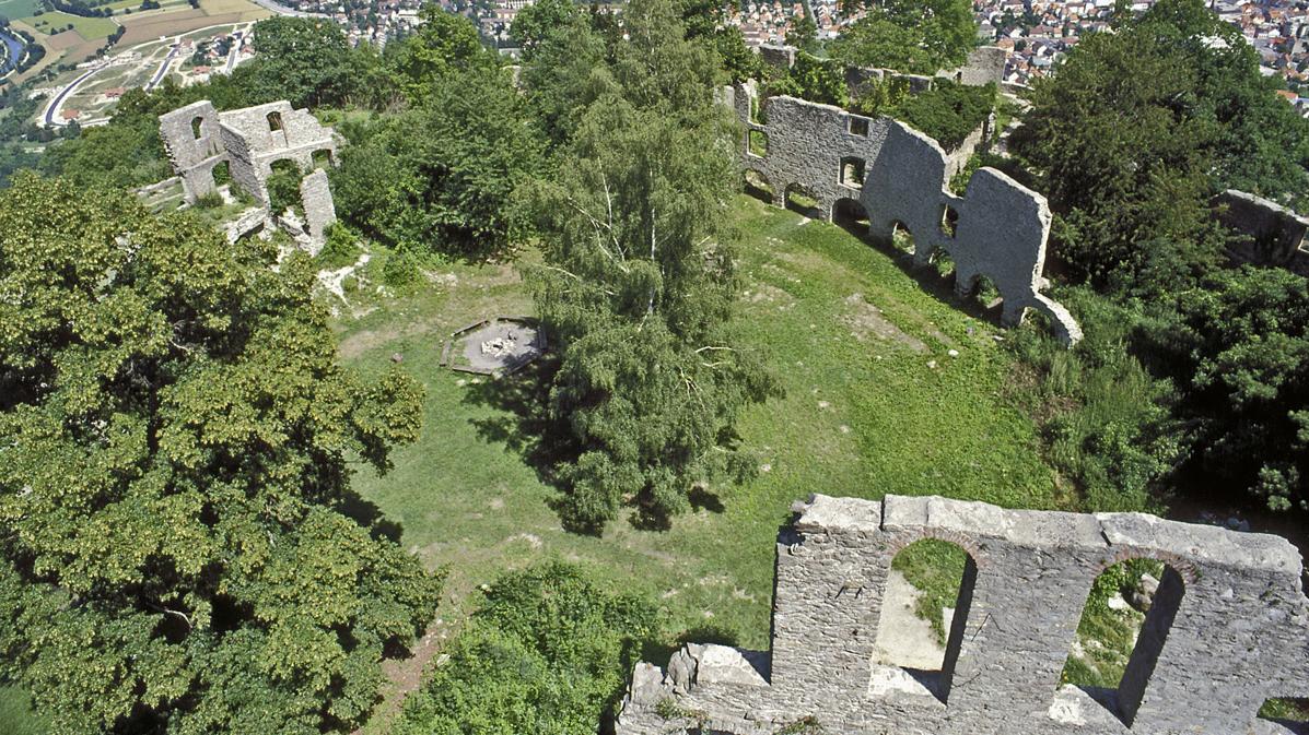 Paradeplatz in der oberen Festung der Festungsruine Hohentwiel; Foto: Landesmedienzentrum Baden-Württemberg, Arnim Weischer