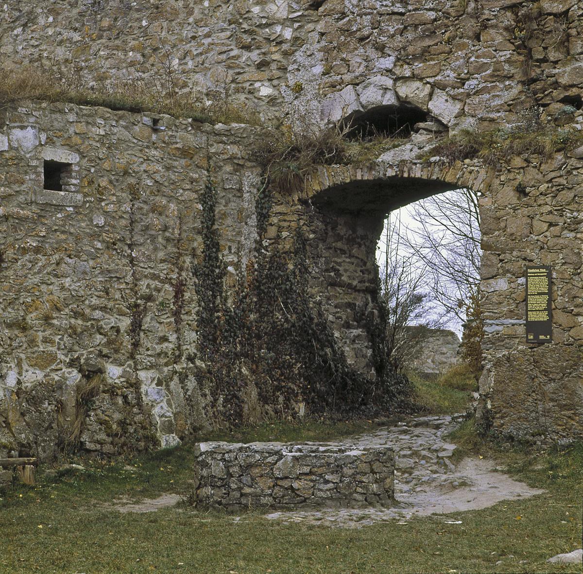 Zisterne in der oberen Festung der Festungsruine Hohentwiel; Foto: Staatliche Schlösser und Gärten Baden-Württemberg, Arnim Weischer
