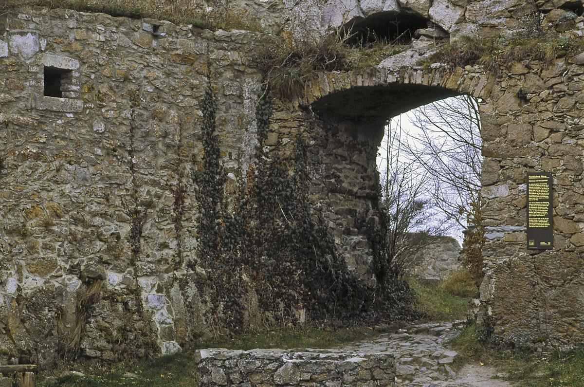 Tor zum Innenhof der oberen Festung der Festungsruine Hohentwiel; Foto: Staatliche Schlösser und Gärten Baden-Württemberg, Arnim Weischer
