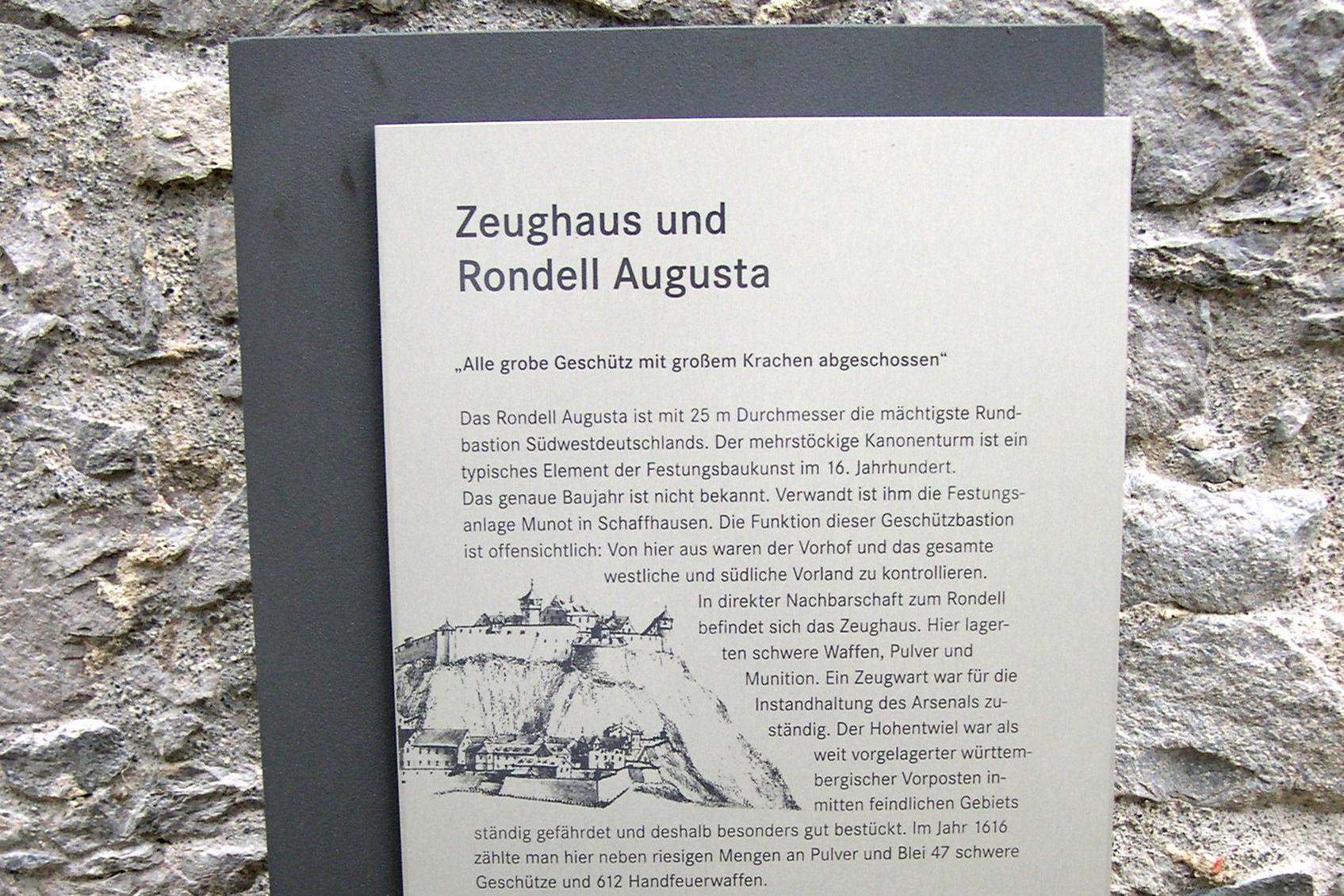 Festungsruine Hohentwiel, Tafel des Geschichtspfades; Foto: Staatliche Schlösser und Gärten Baden-Württemberg, Karin Ehlers