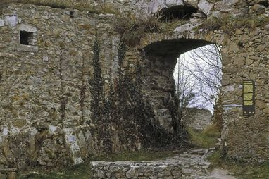 Festungsruine Hohentwiel, Tor zum Innenhof der oberen Festung; Foto: Staatliche Schlösser und Gärten Baden-Württemberg, Arnim Weischer