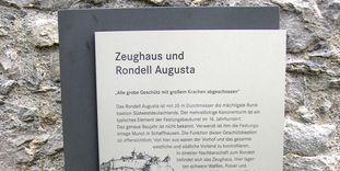 Festungsruine Hohentwiel, Tafel des Geschichtspfades